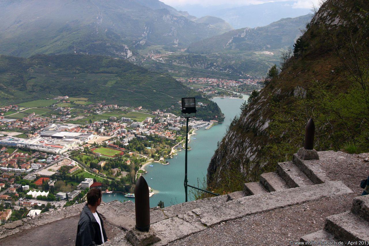 Blick von der Santa Barbara auf Riva del Garda