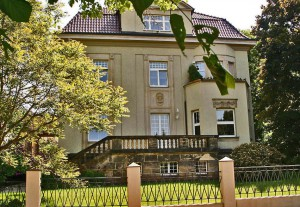 Villa im Sommer